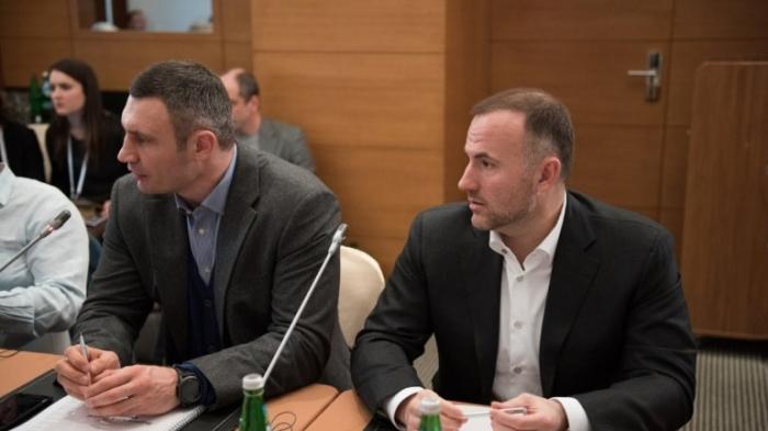 Зиц-олигарх Фукс: Зачем президентское окружение работает на российского толстосума