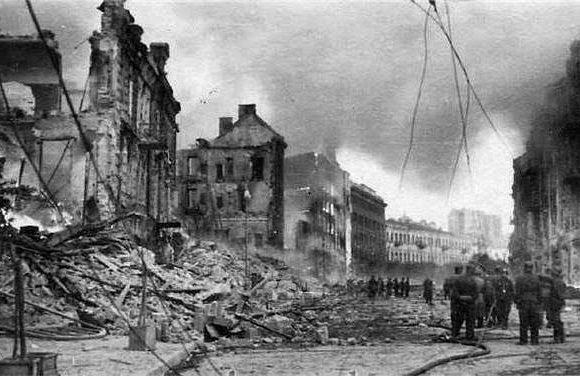Операція Вогняний смерч: Як радянська влада знищувала Київ