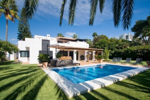 Почему люди так активно покупают недвижимость в Испании?