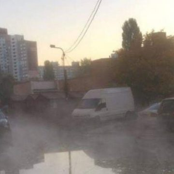 Виталя, где вода: в Киеве несколько дворов залило кипятком (ФОТО)