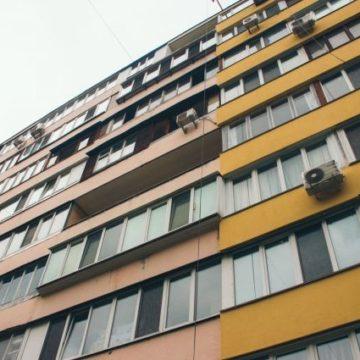 В Киеве пенсионерка выпрыгнула с балкона девятого этажа