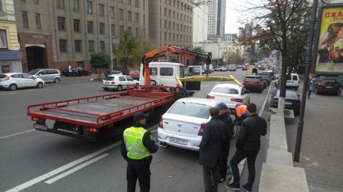 Стояти — не боятися: Чому нові правила паркування в Україні нескоро запрацюють на повну