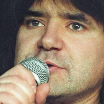 Умер известный певец, исполнитель песни «Плачет девушка в автомате»