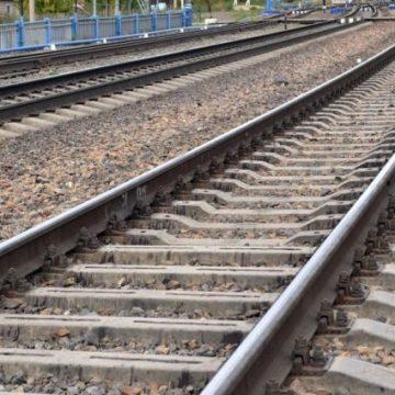 Под Киевом парня сбил поезд, когда он пытался спастись от другого состава