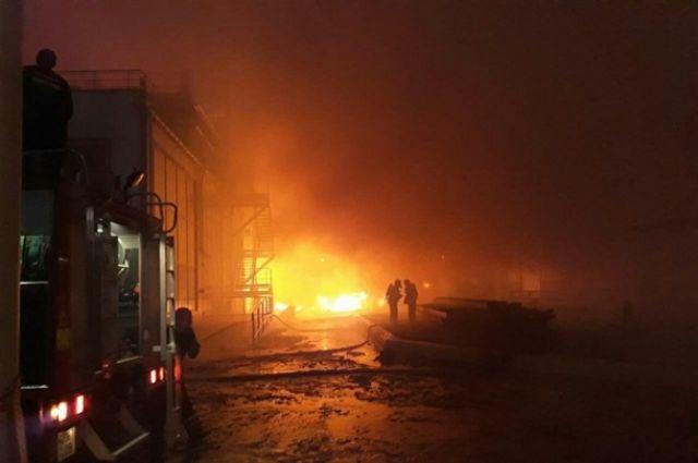 Масштабный ночной пожар в Одессе: горел маслоперерабатывающий завод