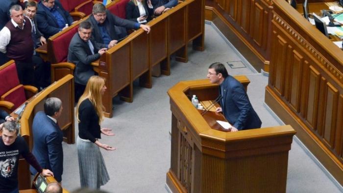 Моноспектакль генпрокурора: Чому відставки Луценка не буде