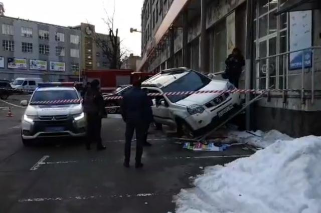 В Киеве люди в масках обстреляли мужчину в авто: введена операция «Сирена»