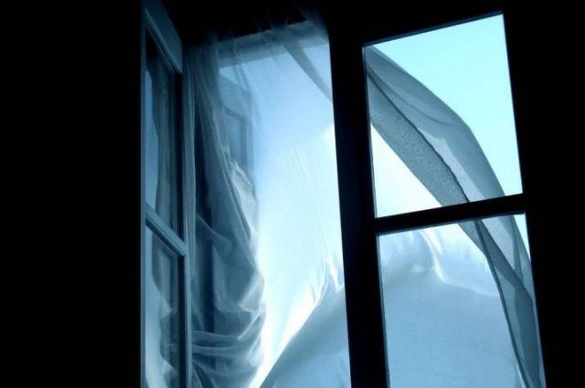 В Киеве пенсионер выбросился из окна седьмого этажа