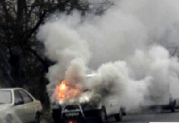 В Николаеве посреди улицы загорелся микроавтобус
