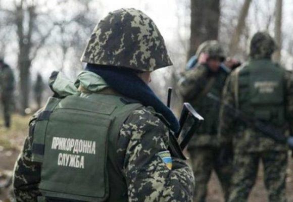 Украинец пытался вывезти в Россию миллион рублей в сапогах