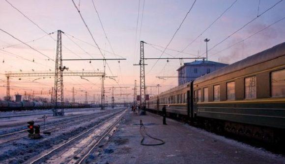 Поезд сошел с рельсов — 8 поездов задерживаются