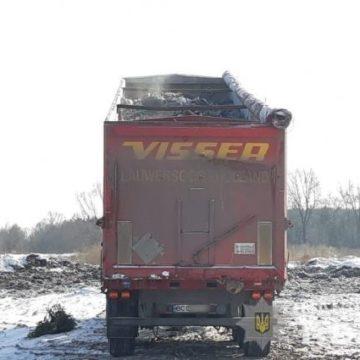 Две львовские фуры с мусором разгружались под Киевом, — полиция