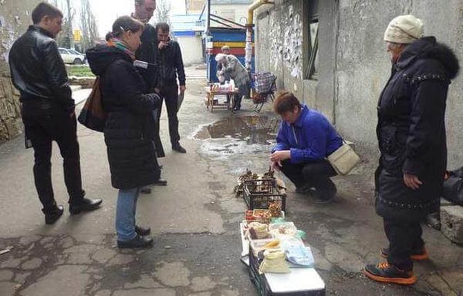 Ворованные тепловозы и украинские лекарства: чем торгуют в «ДНР» боевики и простые люди