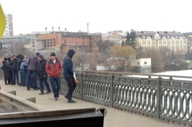 В Виннице самоубийца прыгнула с моста на лед