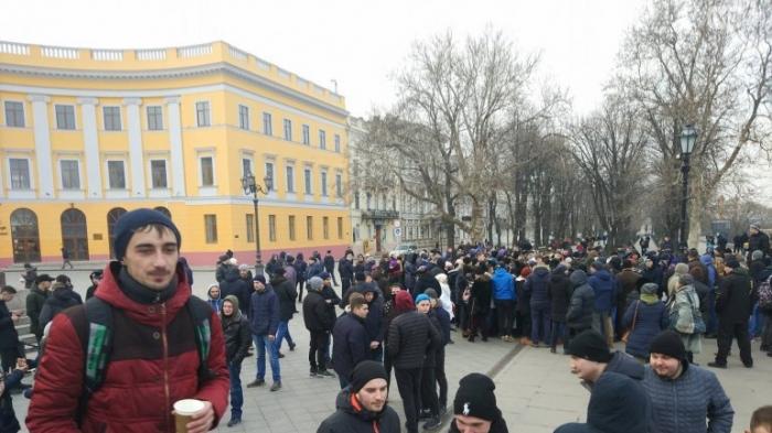 В Одессе и Киеве пранкеры собрали проплаченных «активистов» на митинг за несуществующего п