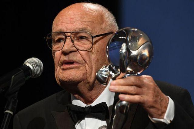 Умер известный режиссер, снявший фильм «Три орешка для Золушки»