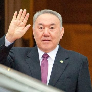 Уходя, не уходи: Что происходит в Казахстане