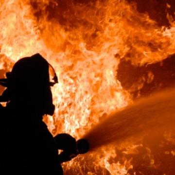 Кругом дым и пламя: в Киеве горел Демеевский рынок ВИДЕО