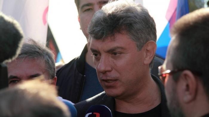 У посольства РФ в Киеве открылся сквер памяти Немцова