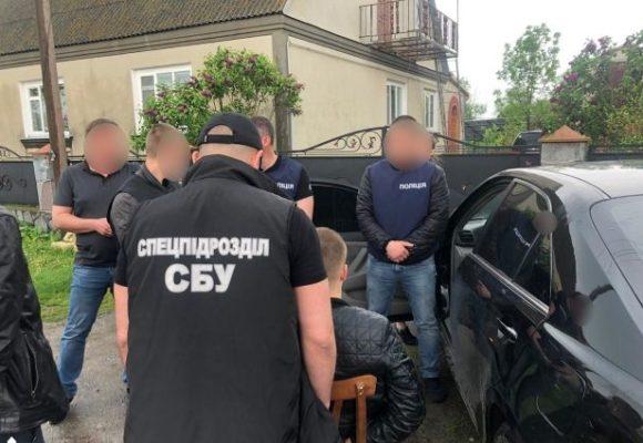 Трое харьковских полицейских наладили бизнес с представителями наркобизнеса