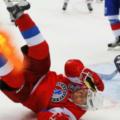 Путин поиграл в хоккей и грохнулся об лед – ВИДЕО