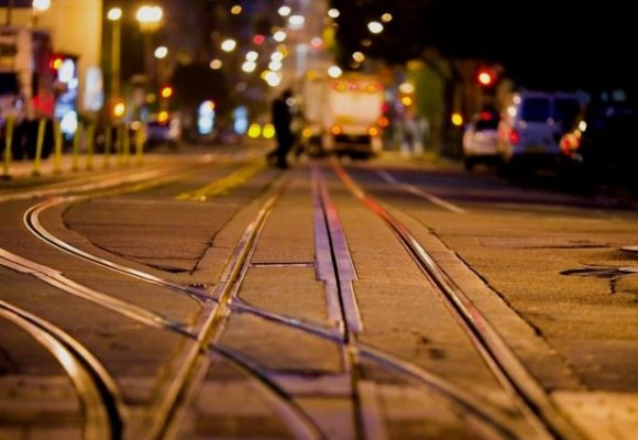 В Виннице молния попала прямо в трамвай: от удара оборвался электропровод