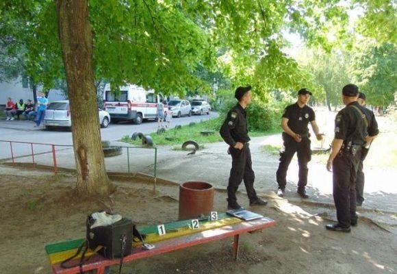 Хулиганы в Киеве устроили драку на детской площадке