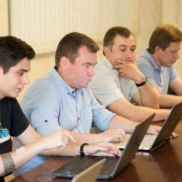 Неудобно получилось: антикоррупционеры тянут в совет при НАБУ зашкваренного друга Курченко