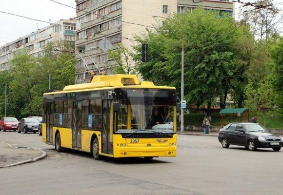 В Харькове женщина упала с крыши троллейбуса