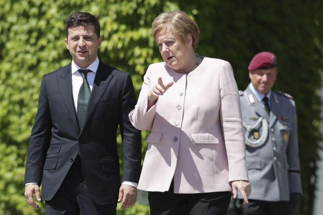 Меркель объяснила, почему ей стало плохо на встрече с Зеленским