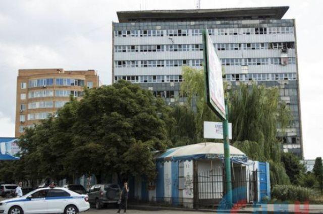 Выбило стекла и разрушило стены: в центре Луганска прогремел мощный взрыв