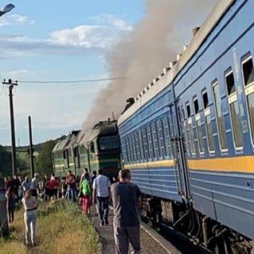 Пассажиры самостоятельно тушили загоревшийся поезд во Львовской области