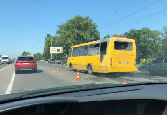 На Лесном массиве в Киеве сгорела маршрутка «Богдан»