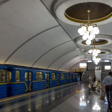 В метро Киева человек упал на колею