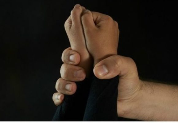 В Полтавской области отец развращал пятилетнюю дочь
