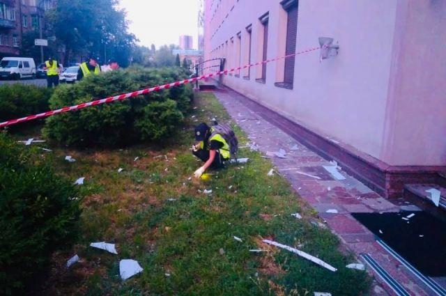 В Киеве из гранатомета обстреляли телеканал: подробности происшествия