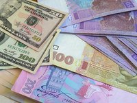 Курс гривни на межбанке в четверг укрепился до 24,58 грн/$1