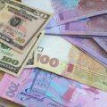Курс гривни на межбанке в четверг упал до 27,2 грн/$1
