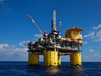 Цены на нефть снижаются, Brent подешевела до $43,98 за баррель