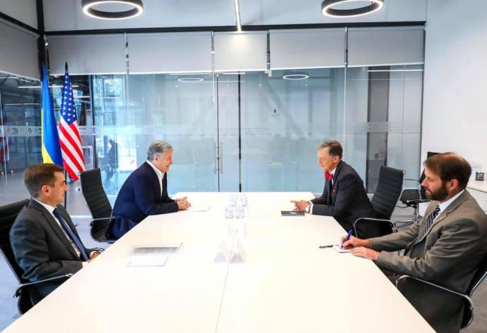 И.о. временного поверенного в делах США провел встречу с Порошенко — посольство